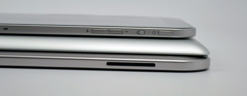 Toshiba Excite 13 Review -thickness vs. iPad